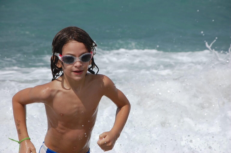 Tom Sela swimming
